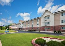Days Inn and Suites Green Bay WI.