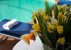 アルボルノス パレス ホテル - スポレート - プール