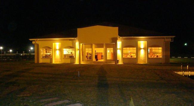 Adansonia Hotel - Francistown - 建物