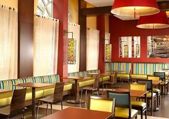 フェアフィールド イン & スイーツ バイ マリオット ワシントン ダウンタウン - ワシントン - レストラン