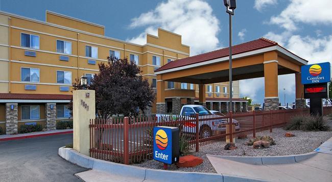 Comfort Inn Albuquerque Airport - アルバカーキ - 建物