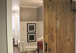 1837 Cobblestone Cottage - キャナンデーグア - 浴室
