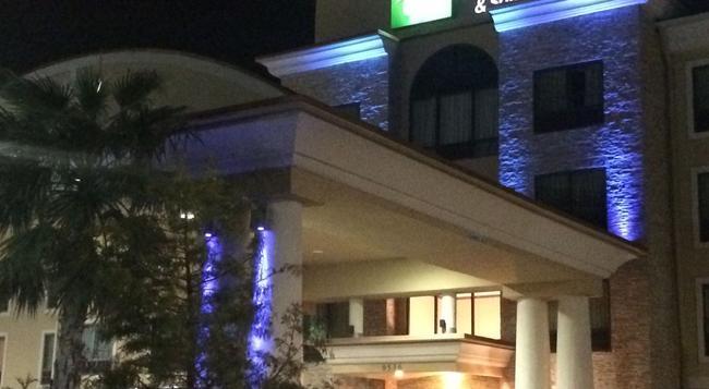 Holiday Inn Express & Suites San Antonio NW Near Seaworld - サンアントニオ - 建物