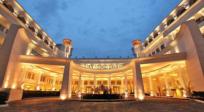 Harmoni One Convention Hotel & Service Apartments - Batam - 建物