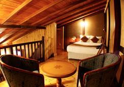 Alpine Hotel - ヌワラ・エリヤ - 寝室