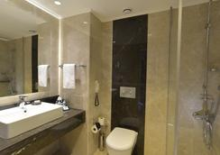 Turquoise Hotel - シダ - 浴室