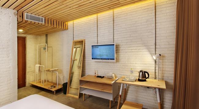 グリーンホスト ブティック ホテル プラウィロタマン - ジョグジャカルタ - 寝室