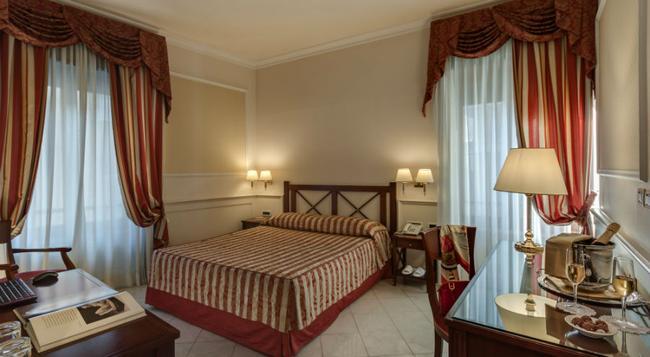 パラッツォ カルディアル チェージ - ローマ - 寝室