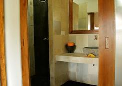クタバル ホテル - Kuta (Lombok) - 浴室