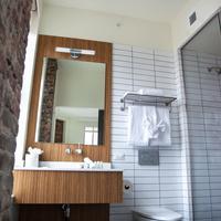 ホテル インディゴ ニューアーク ダウンタウン Bathroom