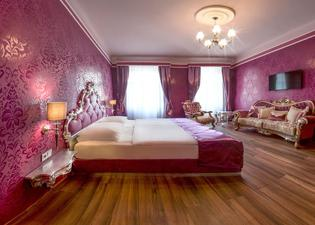ホテル ウラニア