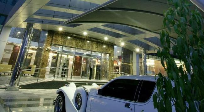 ファースト セントラル ホテル スイーツ - ドバイ - 建物