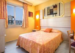 ホテル セルビグループ オレンジ - ベニドーム - 寝室