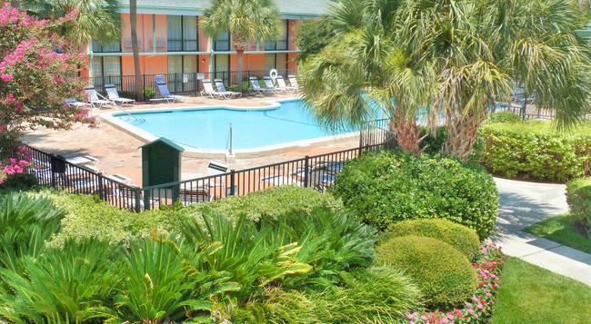 Best Western Charleston Inn - チャールストン - プール