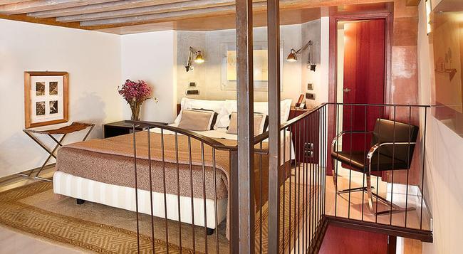 カ ピサニ ホテル - ヴェネチア - 寝室