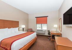 Baymont Inn & Suites Savannah/Garden City - サバンナ - 寝室