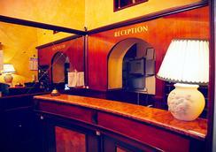 ホテル トレ ステッレ - ローマ - フロントデスク