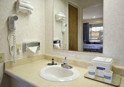 Travelodge San Rafael - San Rafael - 浴室
