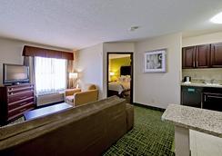 Country Inn & Suites Cedar Rapids North, IA - Cedar Rapids - 寝室