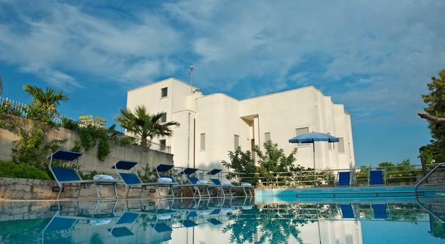 Park Hotel La Grave - Castellana Grotte - 建物