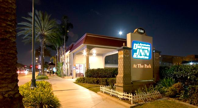 Anaheim Discovery Inn & Suites - アナハイム - 建物