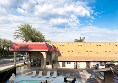 Anaheim Discovery Inn & Suites - アナハイム - 屋外の景色