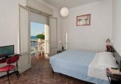 Hotel Napoleon - リッチョーネ - 寝室