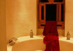 リヤド チバネット - エッサウィラ - 浴室