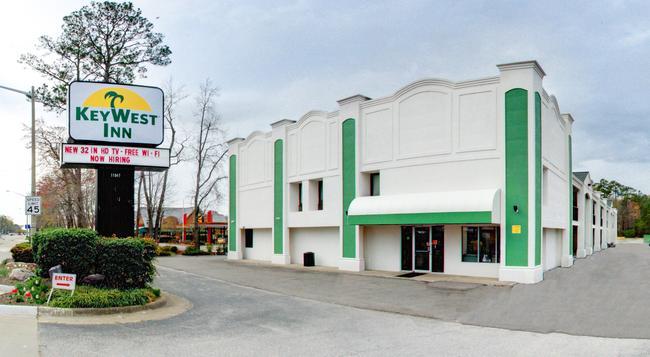 Key West Inn - Newport News - 建物