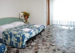 Hotel Letizia - リミニ - 寝室