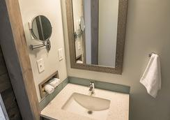 ホリデー イン エクスプレス カンサス シティ-ウエストポート プラザ ホテル - カンザスシティ - 浴室