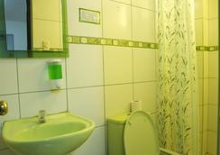 パイプーリックス ホステル - リマ エアポート - リマ - 浴室