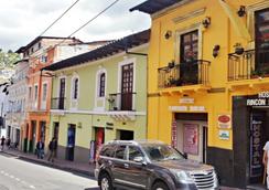 Rincón Familiar Hostel Boutique - キト - 屋外の景色