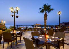 マリーナ ホテル コリンシア ビーチ リゾート - セントジュリアンズ - レストラン