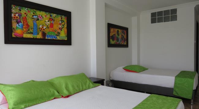 Hotel West California - アルメニア - 寝室