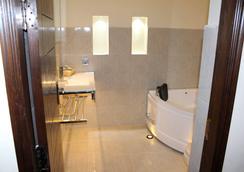 Grand Enclave - ラホール - 浴室