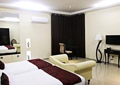 Grand Enclave - ラホール - 寝室