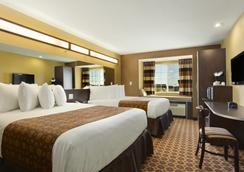 Microtel Inn & Suites by Wyndham Dickinson - Dickinson - 寝室