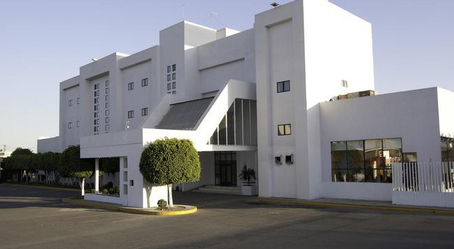 Hotel Mision Express Celaya - セラヤ - 建物