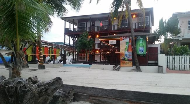 Ocean Tide Beach Resort - San Pedro Town - 建物