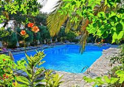 Sitia Beach City Resort & Spa - Sitia - プール