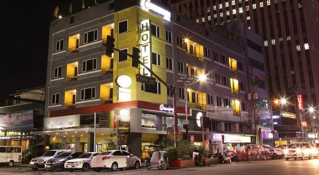 ザ コーポレート イン ホテル - マニラ - 建物