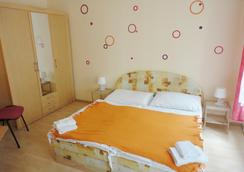 Hotel Jizera Karlovy Vary - カルロヴィ・ヴァリ - 寝室