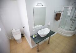 クーラバー ホテル - シアヌークビル - 浴室