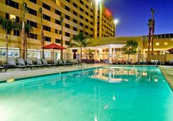 Bakersfield Marriott at the Convention Center - ベーカーズフィールド - プール