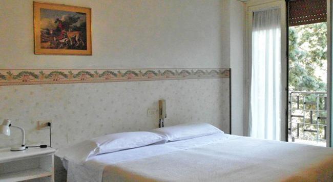 ホテル ドムス アウレリア - ローマ - 寝室
