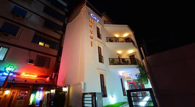 シティ ホテル ティラナ - ティラナ - 建物
