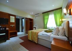 シティ ホテル ティラナ - ティラナ - 寝室