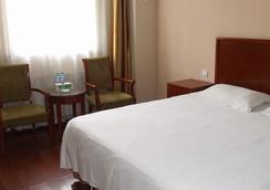 Greentree Inn Yantai Airport Road Hotel - Yantai - 寝室