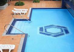 ザ マラヤン プラザ ホテル - マニラ - プール